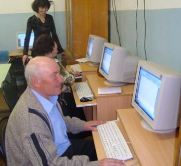 Цель проекта - вовлечение в сферу полноценной социальной активности и обучению компьютерной грамотности людей пенсионного возраста
